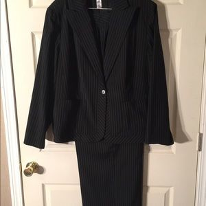 Black and White Anne Klein Pant Suit